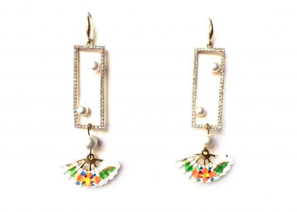 Tres Perlas en ventana brilli, abanico pintado con flor. Modelo Rita