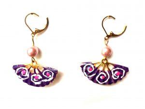 Abanico pintado con perla rosa. Modelo Abani07
