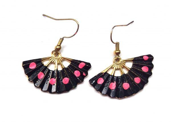 Pendiente de Abanico. Negro con lunares rosas. Modelo Aire11