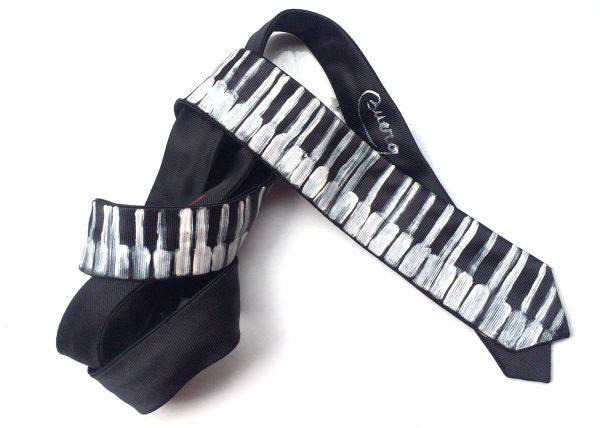 Corbata pintada exclusiva. Modelo Piano