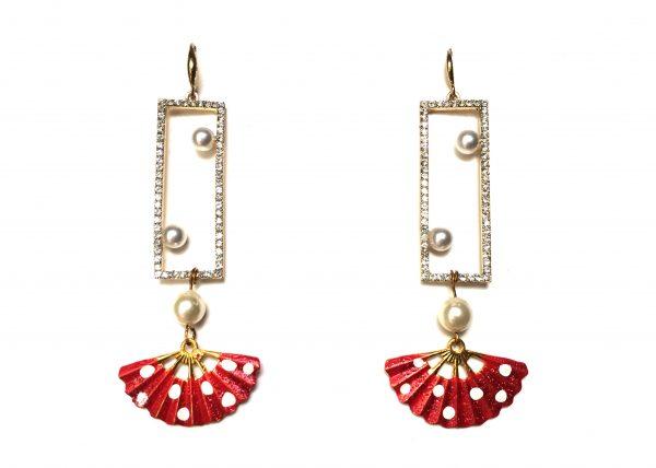 Tres Perlas en ventana brilli, abanico rojo de lunares blancos. Modelo Rita2.