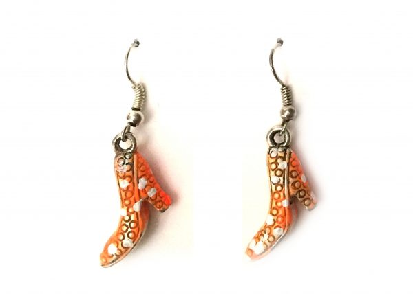 Zapato flamenco naranja con lunares blancos. Modelo Zapatito07